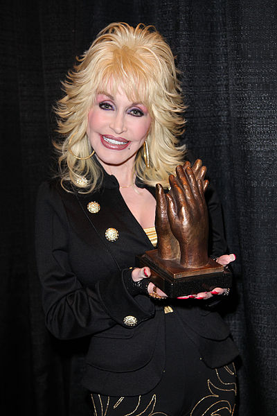 400px-Dolly_Parton_accepting_Liseberg_Applause_Award_2010_portrait